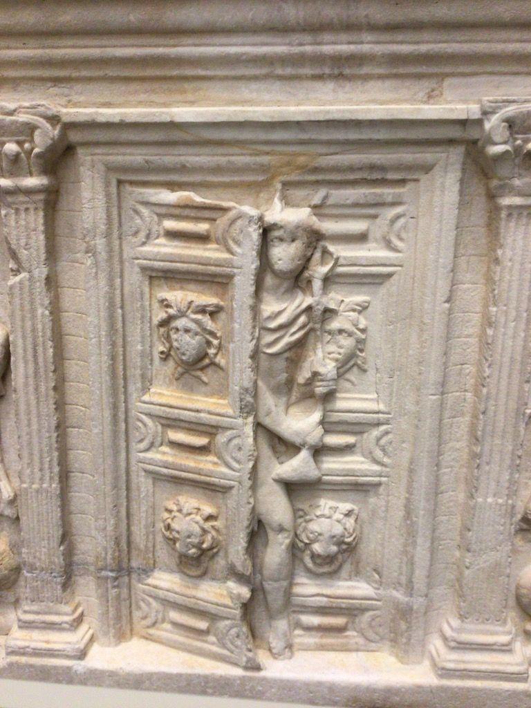 大聖堂付属美術館 扉からメリクリウス