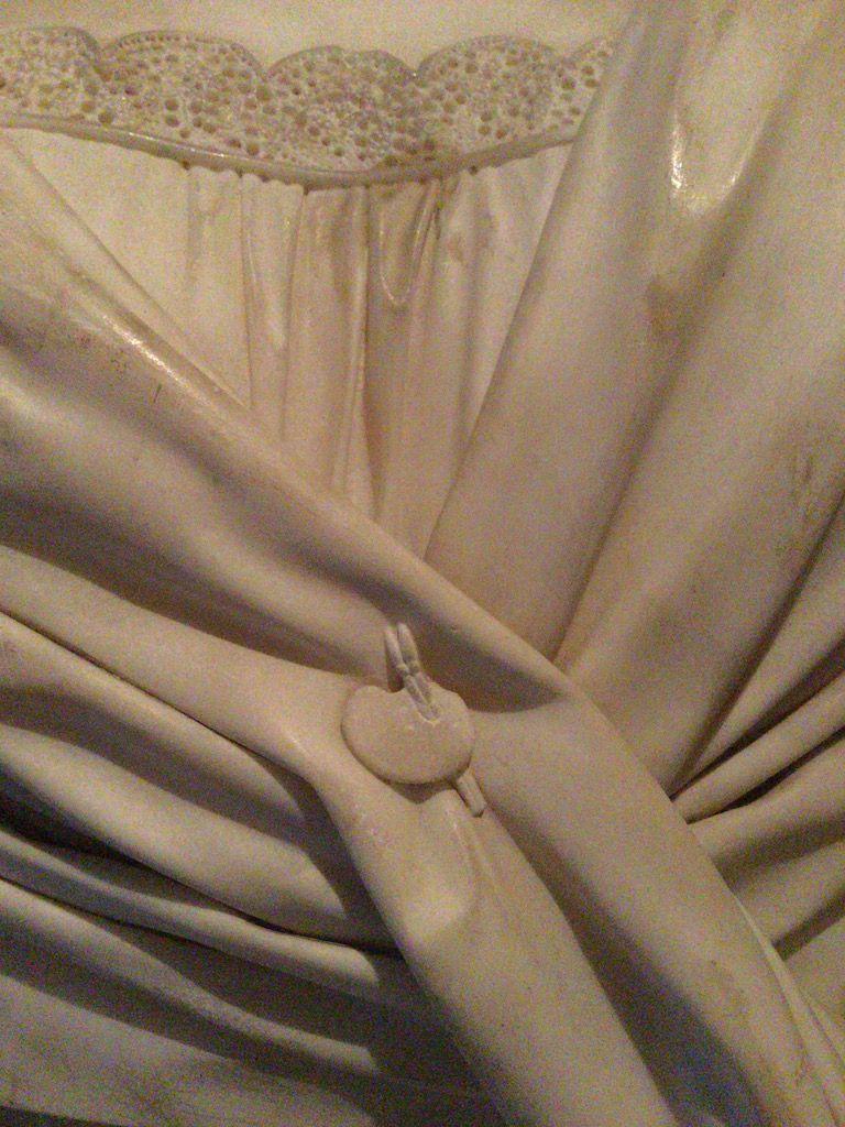 サンタ・クローチェ教会 墓標 ボタンがパレット形
