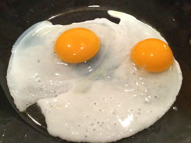 ガチョウの卵の目玉焼き