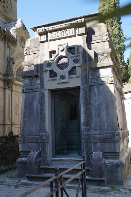 サン・ミニアート・アル・モンテ教会 ポルテ・サンテ墓地