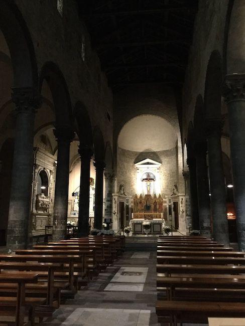 サンティ・アポストリ教会内部
