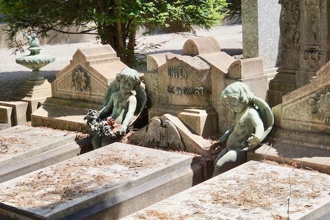 ミラノ 墓地 天使が