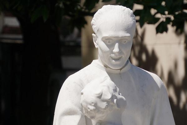 ミラノ モニュメンタル墓地 目が・・・