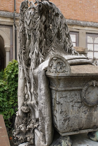 ミラノ墓地 大理石の木