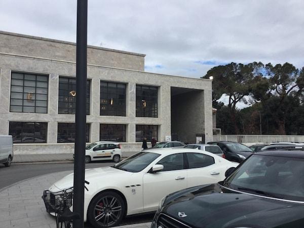サンタ・マリア・ノヴェッラ駅 バス乗り場へ パラッツォ・レアーレ