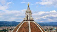 クーポラと雲 フィレンツェ観光ガイド