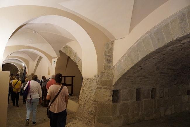 ファエンツァの門 地下