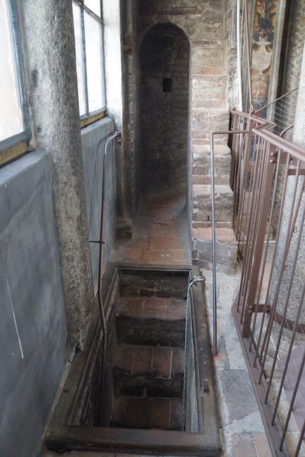 更に上に 階段