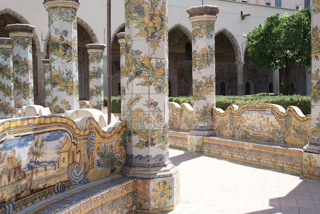 サンタ・キアーラ聖堂 中庭