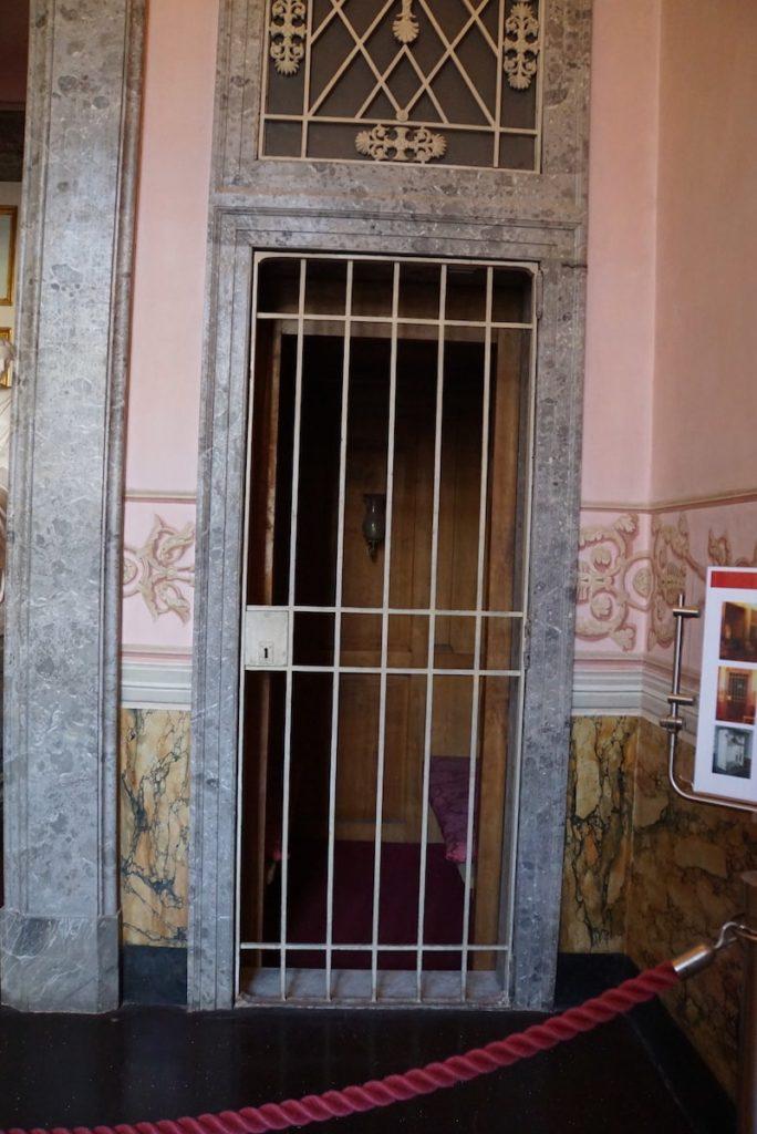 カゼルタ宮殿 エレベーター