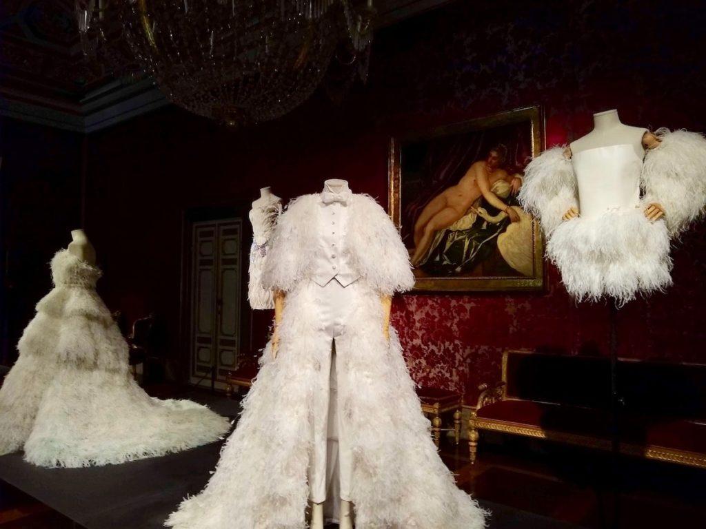 白鳥 ドレス ピッティ宮殿