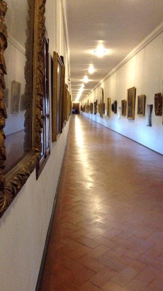 ヴァザーリの回廊 内部 ヴェッキオ橋の上