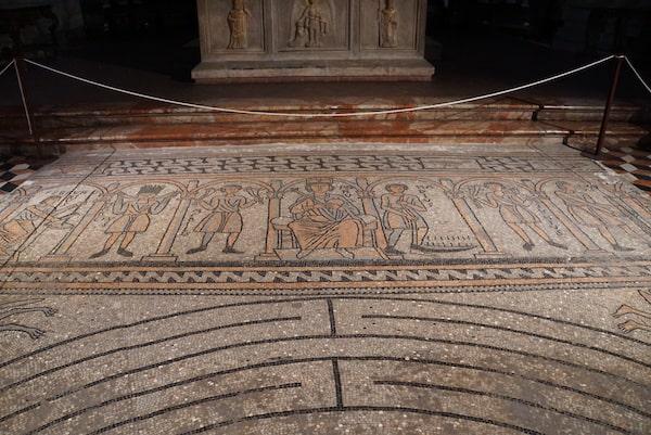 主祭壇のモザイク