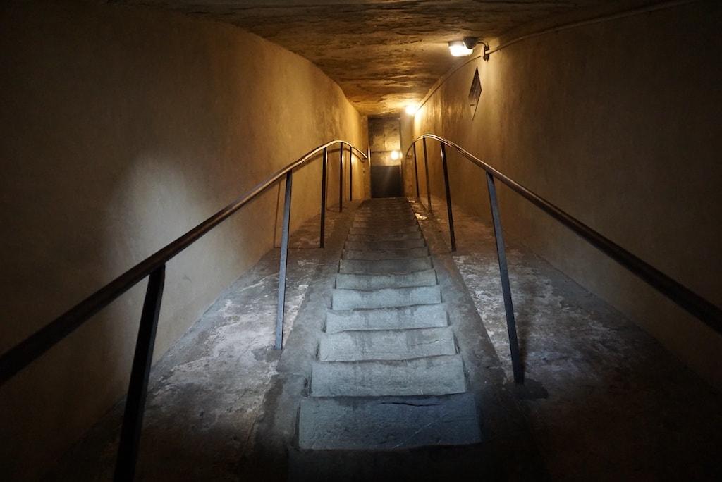 クーポラに登る 急な階段