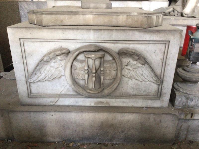 スタリェーノ墓地 砂時計 羽 蛇