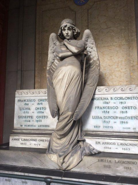 スタリェーノ墓地 天使