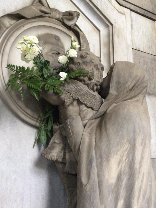 スタリェーノ墓地 花と