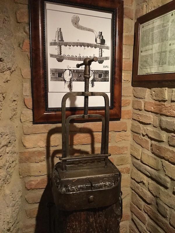 指挟み機 拷問博物館
